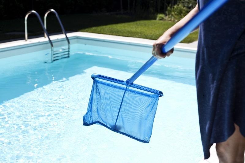 Основные правила по очистке воды в бассейне